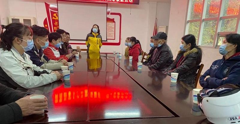 头等舱股份联合洪山团区委支部在狮子山街华农西社区开展慰问活动